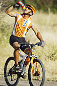 s, Bicycle, Bicycles, Bicyclist, Bicyclists, Bike, Biker, Bikers, Bikes, Biking, Break, Break-time, Breaks, Caucasian, Caucasians, Color, Colour, Contemporary, Cycle, Cycles, Daytime, Drink, Drinking