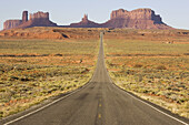 One of the most famous images of the Monument Valley is the long straight road (US 163) leading across flat desert towards sandstone buttes and pinnacles of rock. Monument Valley Tribal Park, Navajo Nation, Arizona/Utah, USA.