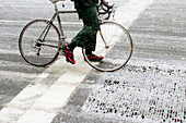 Adult, Adults, Anonymous, Asphalt, Bicycle, Bicycles, Bike, Bikes, Biking, Blizzard, Cities, City, Cold, Color, Colour, Contemporary, Cycle, Cycles, Danger, Daytime, Exterior, Freezing, Frigid, Gray, Ground, Grounds, Hazard, Horizontal, Human, Messenger,