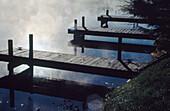 Außen, Detail, Details, Farbe, Holz, Hölzern, Holzsteg, Holzstege, Horizontal, Konzept, Konzepte, Landesteg, Landestege, Leer, Ruhe, Schiffahrt, See, Seen, Steg, Stege, Stille, Tageszeit, Verkehrsmittel, C72-164840, agefotostock