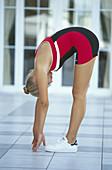 Aktivität, Eine Person, Eins, Erwachsene, Erwachsener, Farbe, Fitness, Flexibilität, Frau, Frauen, Frauen nur, Ganzkörper, Ganzkörperaufnahme, Gelenkigkeit, Gymnastik, Jugend, Jung, Mensch, Menschen, Sport, Trainieren, Training, Turnen, Übung, Übungen, Ve