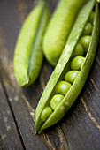 Aliment, Aliments, Close up, Close-up, Closeup, Color, Colour, Cuisine, Detail, Details, Food, Foodstuff, Green, Healthy, Healthy food, Indoor, Indoors, Ingredient, Ingredients, Interior, Legume, Legumes, Nourishment, Pea, Peas, Pod, Pods, Pulse, Pulses,