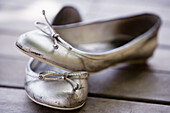 Aged, Color, Colour, Concept, Concepts, Fashion, Feminine, Footgear, Footwear, Object, Objects, Old, Pair, Pairs, Shoe, Shoes, Silver, Still life, Style, Thing, Things, Two, Two items, D37-571797, agefotostock