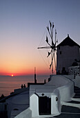 Architecture, Coastal Town, Coastal Towns, Color, Colour, Cyclades, Europe, Exterior, Greece, Island, Islands, Oia, Oía, Outdoor, Outdoors, Outside, Santorin, Santorini, Sun, Sunset, Sunsets, Thera, Thira, Tourism, Town, Towns, Travel, Travels, Typical,