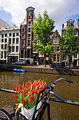 Amsterdam Single Gracht bicycle with tulips