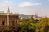 Wien Naturhistorisches Museum im Hintergrund Votivkirche Aussenaufnahme
