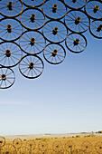 L.J. Maasdam s Wagon Wheel Sculpture. Sully. Iowa. USA.
