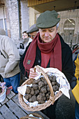 Truffle producer selling his harvest at tuesday s market. Lalbenque. Quercy. Lot. France.