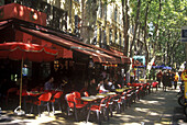 Outdoor caffe at Cours Mirabeau, Aix-en-Provence. Provence, France