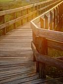 Color, Colour, Concept, Concepts, Corner, Corners, Country, Countryside, Daytime, Detail, Details, Exterior, Footbridge, Footbridges, Nobody, Outdoor, Outdoors, Outside, Rail, Railing, Railings, Rails, Sunlight, Vertical, Wood, Wooden, F40-349862, agefot