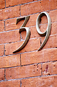 Arrangement, Bricks, Close up, Close-up, Closeup, Color, Colour, Concept, Concepts, Daytime, Exterior, Facade, Façade, Facades, Façades, House, Houses, Housing, Number, Number 39, Number thirty-nine, Numbers, Order, Outdoor, Outdoors, Outside, Urban, Ver