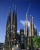 Antonio Gaudi, Architecture, Art, Art Nouveau, Art-Nouveau, Arts, Barcelona, Bell tower, Bell towers, Building, Buildings, Catalonia, Catalunya, Cataluña, Church, Churches, Cities, City, Color, Colour, Crane, Cranes, Daytime, Europe, Exterior, Height, Ho