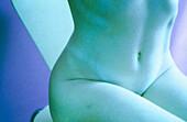 absitzen, Bauch, Bäuche, Beauty, Bein, Beine, Blau, Detail, Details, drin, Dünn, Eine Person, Eins, Erwachsene, Erwachsener, Farbe, feminin, Figuren, Frau, Frauen, Frauen (nur), Gesund, Gesundheit, Grün, Horizontal, Hüfte, Hüften, Innen, Innen-, Kniend,