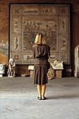 Adult, Adults, Antique, Antiques, Art, Art Museum, Arts, Back view, Classical, Color, Colour, Contemporary, Female, Full-body, Full-length, Human, Indoor, Indoors, Interior, Look, Looking, Museum, Museums, One, One person, People, Person, Persons, Rear v