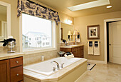 Bathroom, Bathrooms, Bathtub, Bathtubs, Color, Colour, Concept, Concepts, Daytime, Decoration, Elegance, Elegant, Horizontal, Hygiene, Indoor, Indoors, Inside, Interior, Nobody, Window, Windows, J39-315737, agefotostock