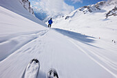 Skier skiing downhill, Valfagehr donwhill, Sankt Anton am Arlberg, Tyrol, Austria