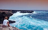 Woman and stormy coast, Netherlands Antilles, Bonaire, Caribbean Sea, Washington Slagbaai National Park, Supladó