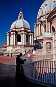 Catholic priest on St Peters Basilica, Italy, Rom, Vatikanstadt