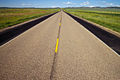 Asphalt, Color, Colour, Country road, Country roads, Daytime, Empty road, Empty roads, Escape, Escapes, Exterior, Fast, Highway, Highways, Horizon, Horizons, Nobody, Outdoor, Outdoors, Outside, Perspective, Plain, Plains, Road, Roads, Speed, Straight, Th