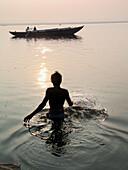 Ablution. Ganges River. Varanasi (Banaras), Uttar Pradesh. India