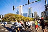 People jogging in the city, Downtown, Chicago, Illinois, USA