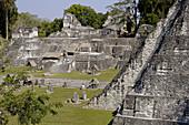North Acropolis and Temple I, Great Jaguar. 700 d.c. Mayan ruins of Tikal. Peten region, Guatemala