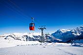 Gondola cable car Grindelwald-Maennlichen passing, Maennlichen, Grindelwald, Bernese Oberland, Canton of Bern, Switzerland