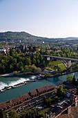 Aare Fluß mit Kirchenfeldbrücke, Altstadt, Bern, Schweiz