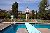 Man about to jump into the water at Marzili open-air swimming pool, Aare, Bundeshaus, Berne, Switzerland