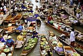Traditional floating market, Damnoek Saduak, Thailand, Asia