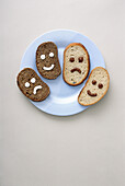 Aliment, Aliments, Amusing, Bread, Bread slice, Bread Slices, Close up, Close-up, Closeup, Color, Colour, Concept, Concepts, Difference, Dish, Dishes, Face, Faces, Food, Four, Funny, Grin, Grinning, Happiness, Happy, Headshot, Headshots, Humor, Humorous,