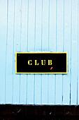 Aussen, Außen, Blau, Club, Farbe, Geschlossen, Holz, Hölzern, Horizontal, Konzept, Konzepte, Niemand, Schild, Schilder, Tageszeit, Tür, Türen, L55-367186, agefotostock