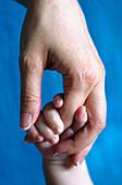 Adult, Adults, Babies, Baby, Body, Body part, Body parts, Bond, Bonding, Bonds, Child, Children, Close up, Close-up, Closeup, Color, Colour, Contemporary, Contrast, Contrasts, Daughter, Daughters, Dependance, Dependence, Detail, Details, Families, Family,