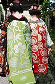 Adult, Adults, Asia, Back view, Color, Colorful, Colour, Daytime, Dressed up, Elegance, Elegant, Exterior, Far East, Female, Folk, Folklore, Full-body, Full-length, Human, Japan, Kimono, Kimonos, Kyoto, Outdoor, Outdoors, Outside, Pair, Patterns, People,