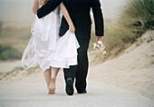 Back view, Barefeet, Barefoot, Beach, Beaches, Bond, Bonding, Bonds, Bridal couple, Bride, Bridegro