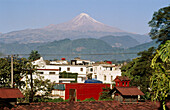 Citlaltepetl, Citlaltepetl Volcano, Color, Colour, Daytime, Exterior, Horizontal, House, Houses, Housing, Landscape, Landscapes, Mexico, Mountain, Mountains, Outdoor, Outdoors, Outside, Peak, Peaks, Pico de Orizaba, Scenic, Scenics, Skyline, Skylines, Tow