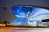 BMW Welt. Designed by architect Wolfgang Prix, Coop Himmelb(l)au, a multi-functional customer experience and exhibition facility presenting current products of BMW with a distribution centre for BMW cars, an event forum and a conference centre, Munich, Ba