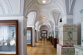 Porzellan Manufaktur Meissen, In der Schauhalle, Meisterwerke im Still des Historismus, Meissen, Sachsen, Deutschland, Europa