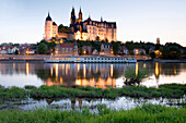 View over river Elbe to Albrechtsburg Castle and Meissen Cathedral in the evening, Meissen, Saxony, Germany