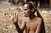 Dani woman with cut fingers as a mourning sign, Baliem valley, Western Papuasia, Former Irian-Jaya, Indonesia