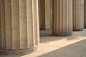 Architektonische details, Architektonisches detail, Architektur, Aussen, Boden, Böden, Draussen, Farbe, Fußboden, Fußböden, Gebäude, Säule, Säulen, Tageszeit, T25-546910, agefotostock