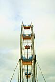 2 people on ferris wheel