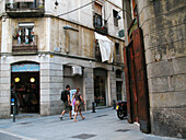 Action, Barcelona, Catalonia, Catalunya, Cataluña, Caucasian, Caucasians, Cities, City, City planning, Cityscape, Cityscapes, Color, Colour, Daytime, El Raval, Europe, Exterior, Full-body, Full-length, Human, Motion, Movement, Moving, Narrow, Outdoor, Out