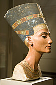 Bust of Queen Nefertiti. New Kingdom, 18th dynasty, Amarna era, around 1340 BC. Limestone and plaster, height 50 cm. Altes Museum. Berlin - Germany
