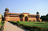 Jahangiri Mahal (Jehangirs Palace) in the Red Fort Agra. Built by Akbar in 1565 A.D. this structure is built entirely of red sandstone. Agra, Uttar Pradesh, India.
