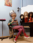 1980-1990, 1980s, 80s, Adult, Adults, Beauty parlor, Beauty parlors, Beauty salon, Beauty salons, Caucasian, Caucasians, Color, Colour, Console, Consoles, Contemporary, Contrast, Contrasts, Eighties, Emotion, Emotions, Female, Footgear, Footwear, Full-bod