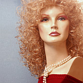 Blonde, Blondes, Bust, Busts, Color, Colour, Curly hair, Daytime, Dummies, Dummy, Exterior, Fair-haired, Female, Mannequin, Mannequins, Necklace, Necklaces, Odd, Outdoor, Outdoors, Outside, Pearl, Pearls, Strange, Woman, Women, T83-552717, agefotostock