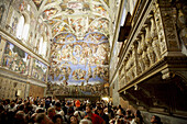 Crowds admire Michelangelos frescoes on the ceiling and walls of the Sistine Chapel. 2006. Vatican. Rome. Lazio. Italy.