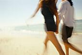 Aktivität, Außen, Bewegung, Farbe, Frau, Frauen, Frauen (nur), Freizeit, Freund, Freunde, Freundin, Freundinnen, Freundschaft, Gehen, Gehend, Gehende, Horizontal, Küste, Laufen, Laufend, Laufende, Lifestyle, Mädchen, Meer, Mensch, Menschen, Namenlos, Stra