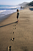 Beach, Beaches, Boy, Boys, Calm, Calmness, Caucasian, Caucasians, Child, Children, Chill out, Chilling out, Coast, Coastal, Color, Colour, Contemporary, Daytime, Exterior, Footprint, Footprints, Full-body, Full-length, Horizon, Horizons, Human, Kid, Kids,